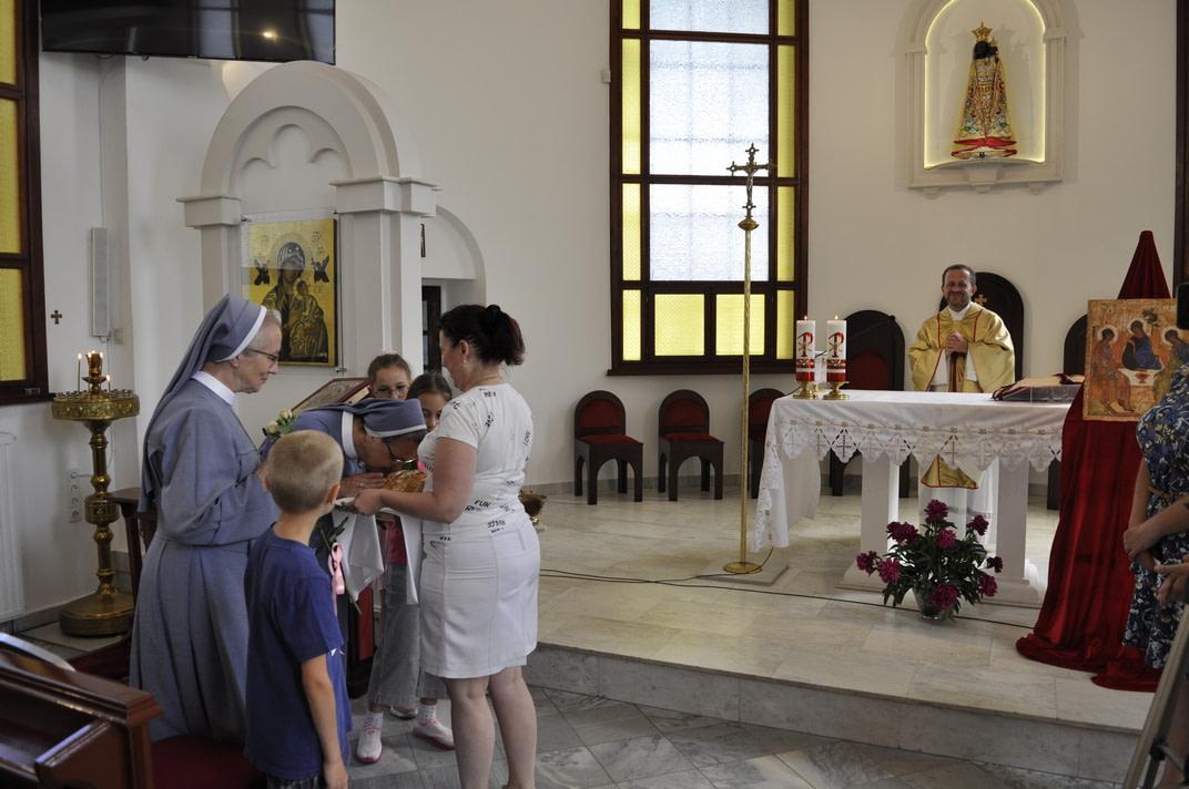 Торжество Пресвятой Троицы и приветствие сестёр Марты и Эдиты 9