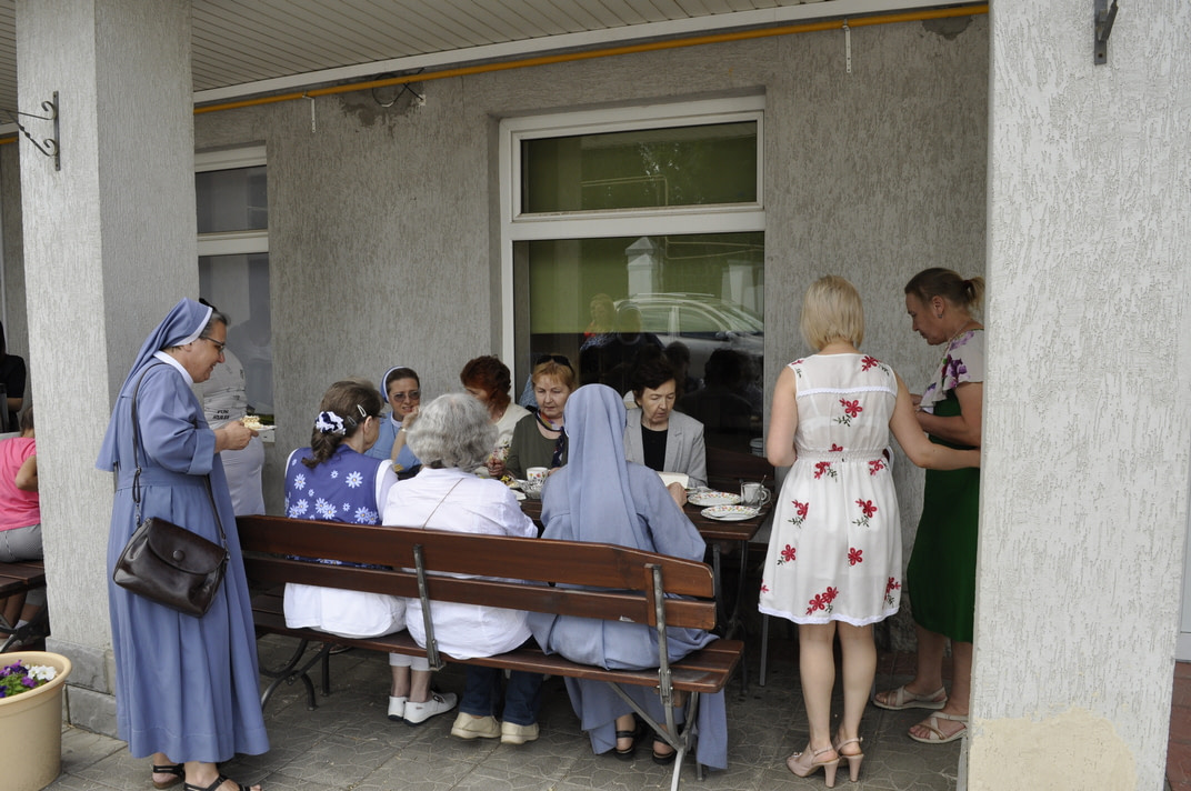 Торжество Пресвятой Троицы и приветствие сестёр Марты и Эдиты 16