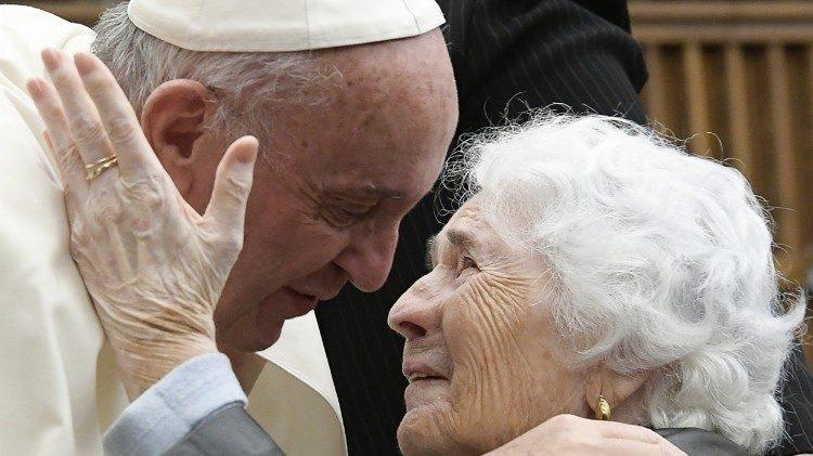 Папа с пожилыми